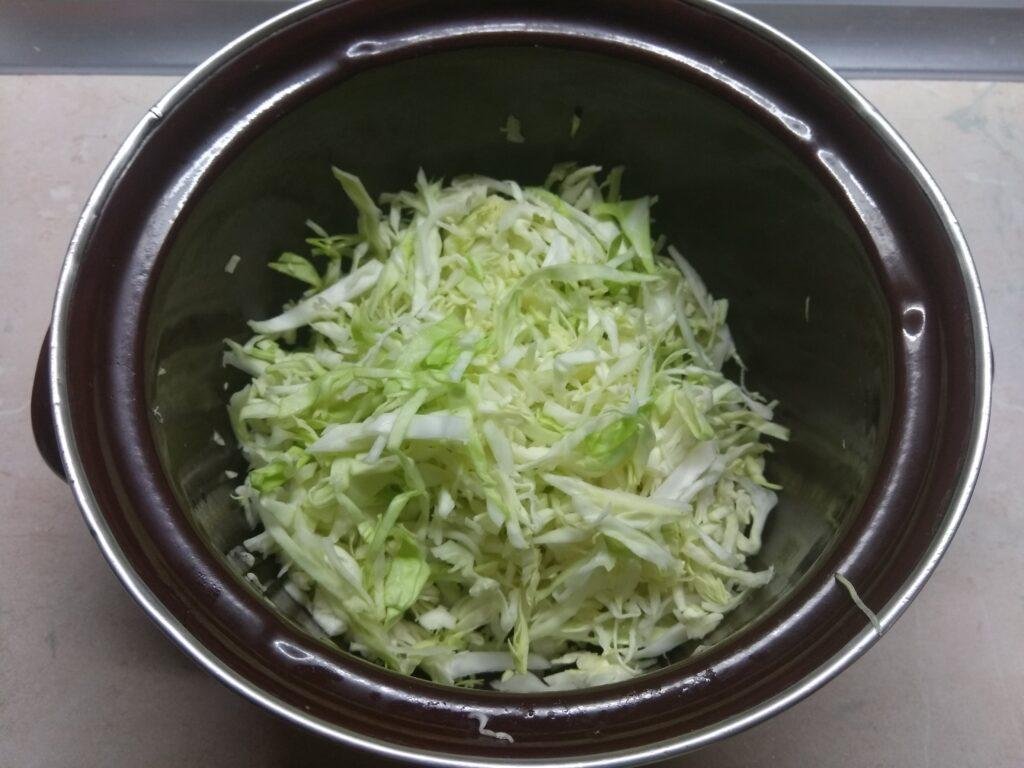 Фото рецепта - Салат из свежих овощей с брынзой - шаг 1