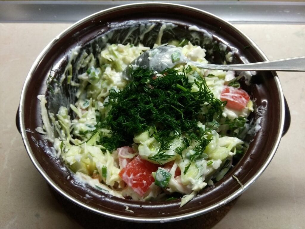Фото рецепта - Салат из свежих овощей с брынзой - шаг 7