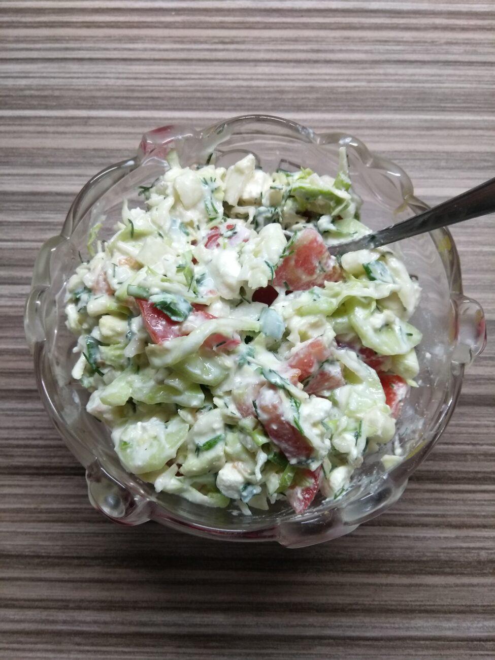 Салат из свежих овощей с брынзой