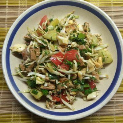 Салат из капусты, буженины, огурца и яиц - рецепт с фото
