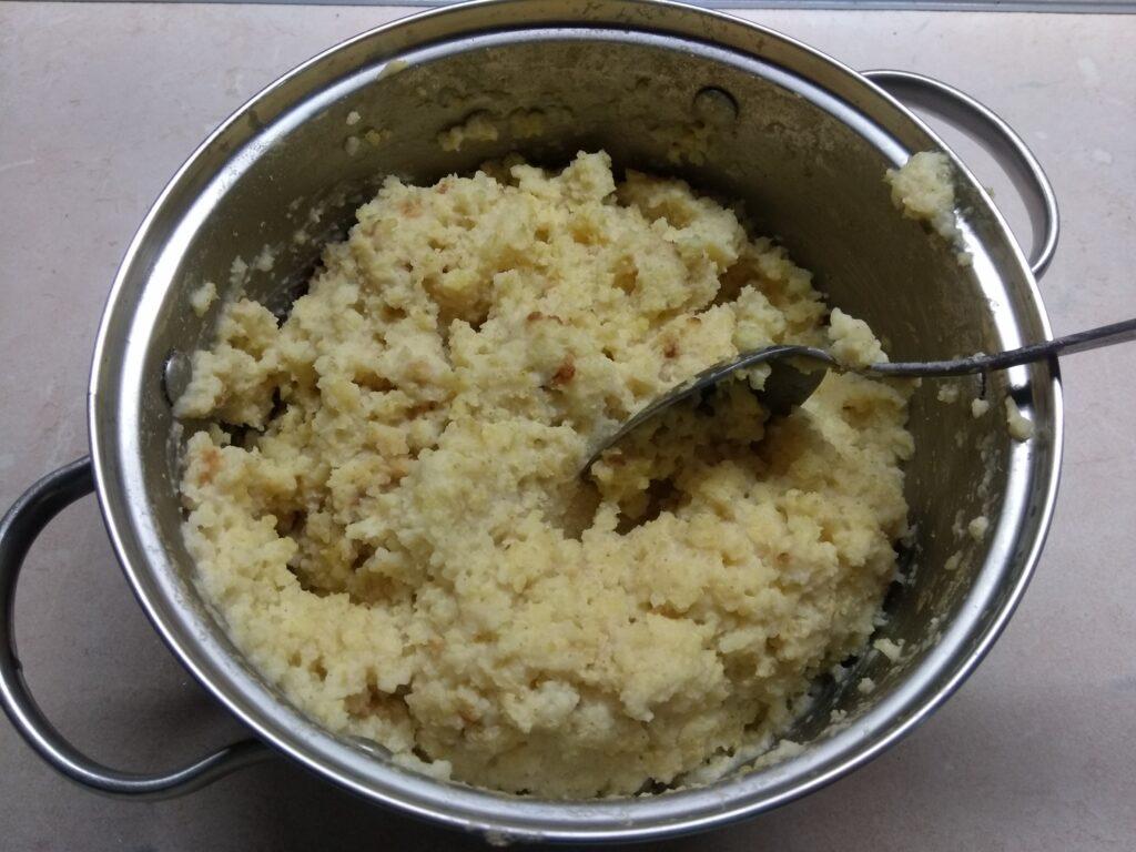 Фото рецепта - Запеканка из пшена и сардин с зеленым луком - шаг 1