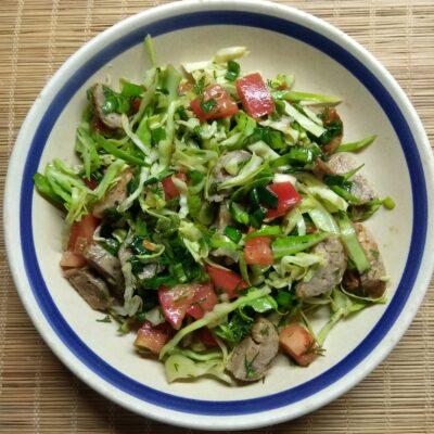 Салат из свежих овощей с домашней колбасой - рецепт с фото