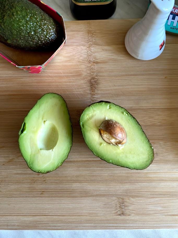 Фото рецепта - Салат из тунца с авокадо - шаг 2