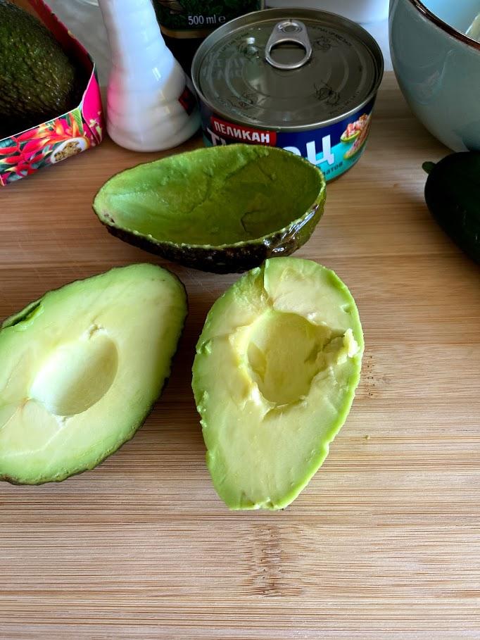 Фото рецепта - Салат из тунца с авокадо - шаг 3