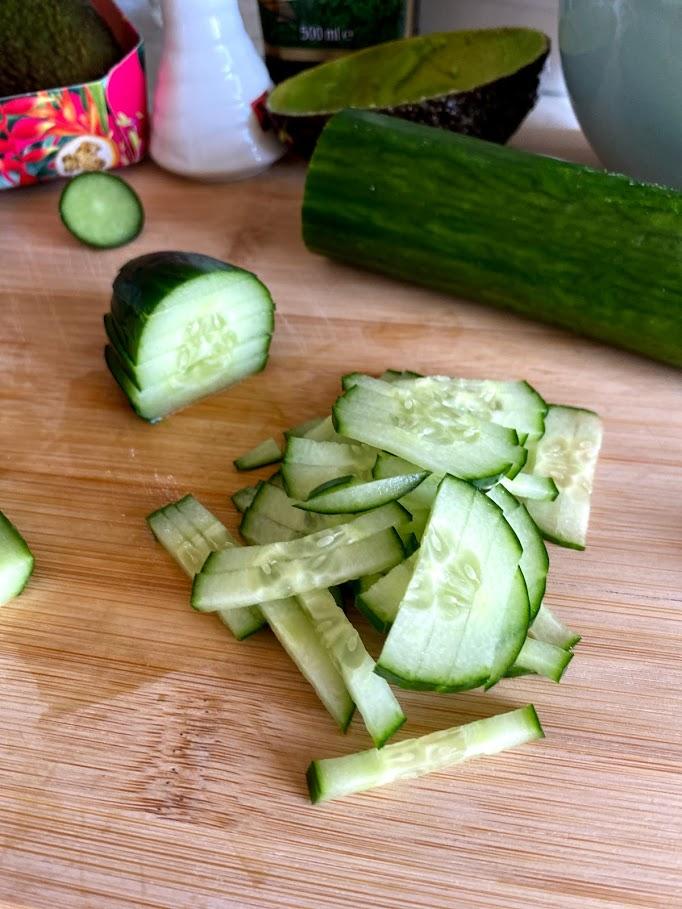 Фото рецепта - Салат из тунца с авокадо - шаг 5