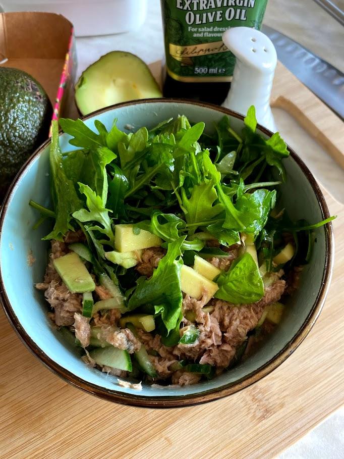 Фото рецепта - Салат из тунца с авокадо - шаг 10