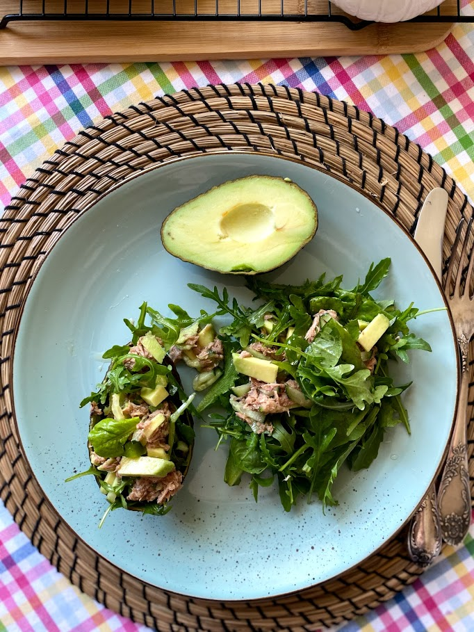 Фото рецепта - Салат из тунца с авокадо - шаг 11