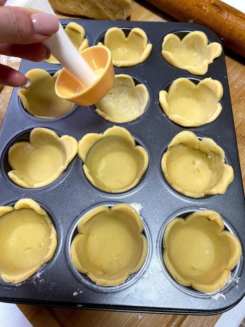 Фото рецепта - Песочные корзиночки с ягодами - шаг 7