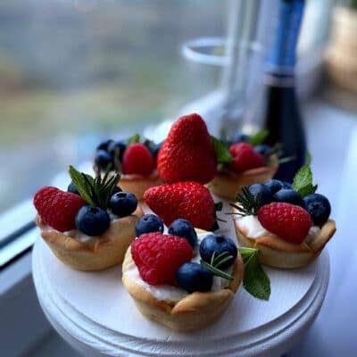 Песочные корзиночки с ягодами - рецепт с фото
