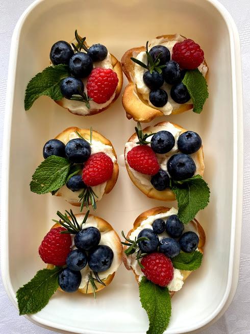 Фото рецепта - Песочные корзиночки с ягодами - шаг 9