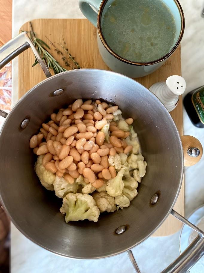 Фото рецепта - Крем-суп из цветной капусты и фасоли - шаг 3