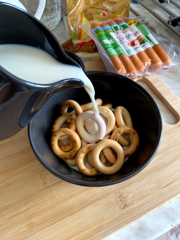 Фото рецепта - Сосиски в сушках - шаг 3