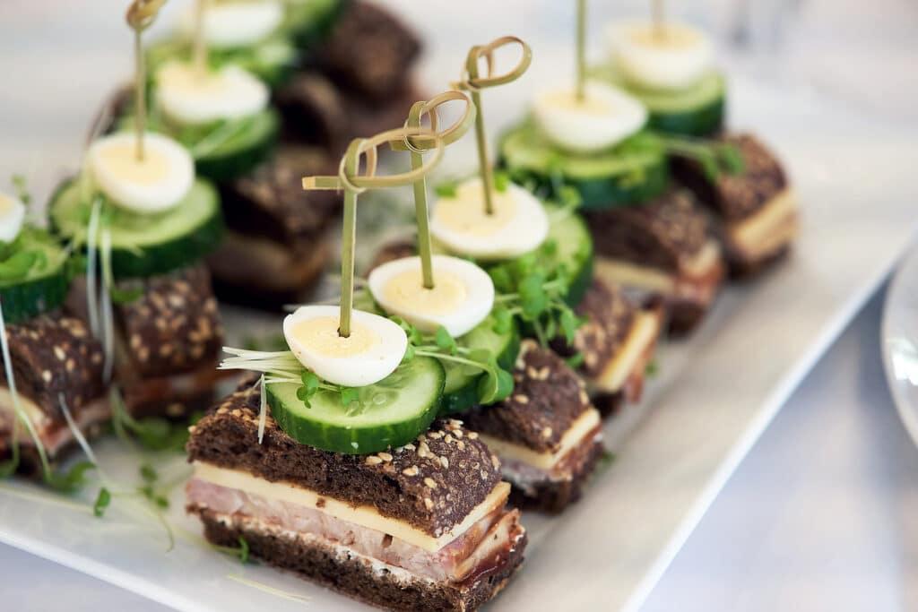 Фото рецепта - Канапе с ветчиной, сыром и огурцом - шаг 9