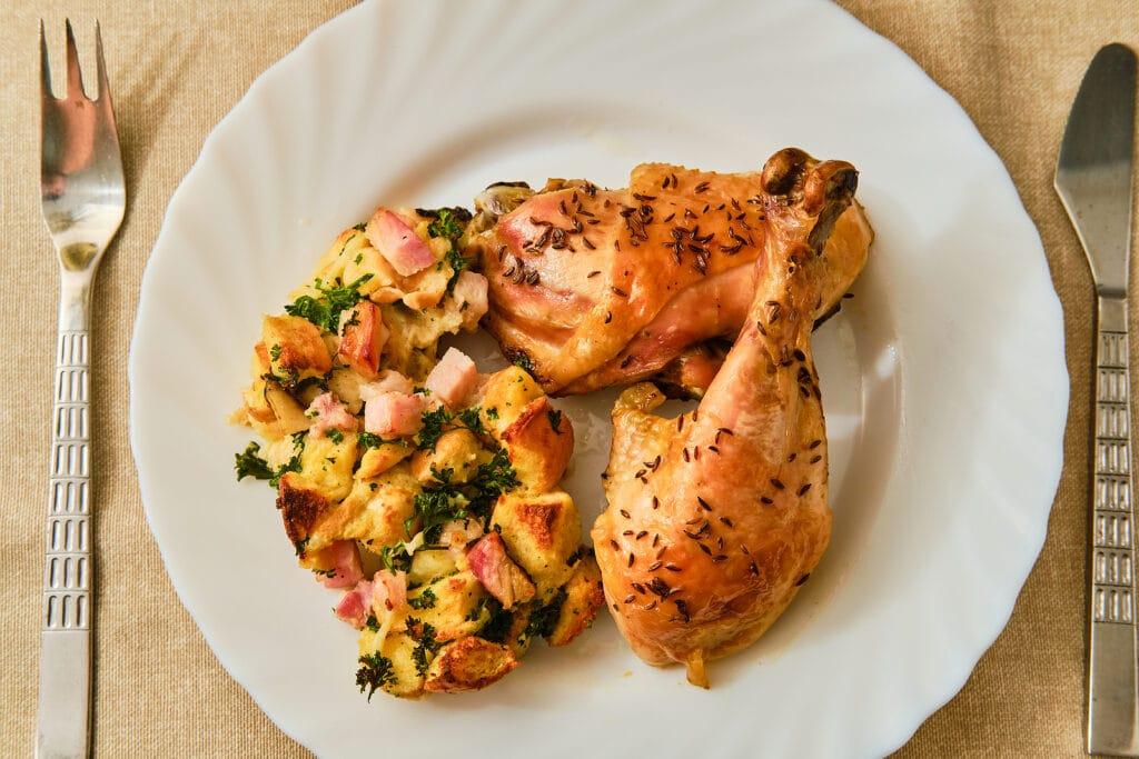 Фото рецепта - Курица с запеченным картофелем и беконом - шаг 6