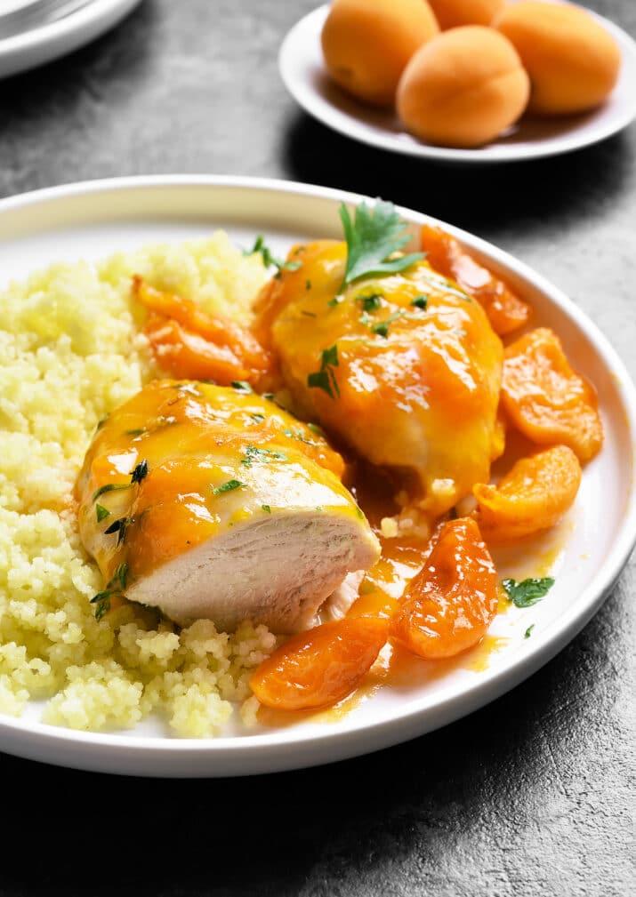 Фото рецепта - Куриные грудки в абрикосовом соусе - шаг 5