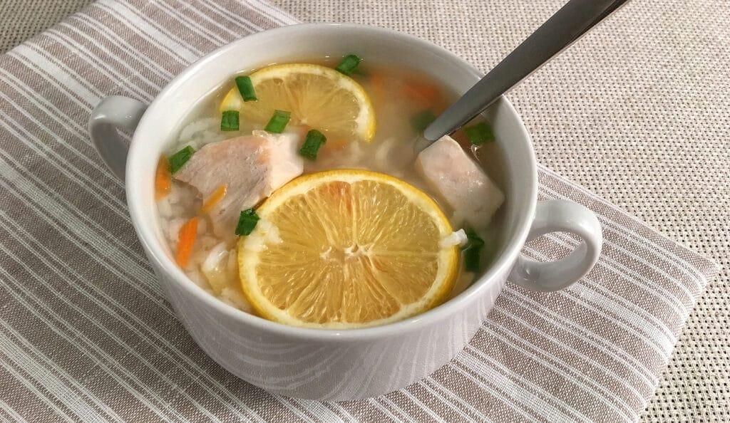 Фото рецепта - Куриный суп с рисом и лимоном - шаг 5