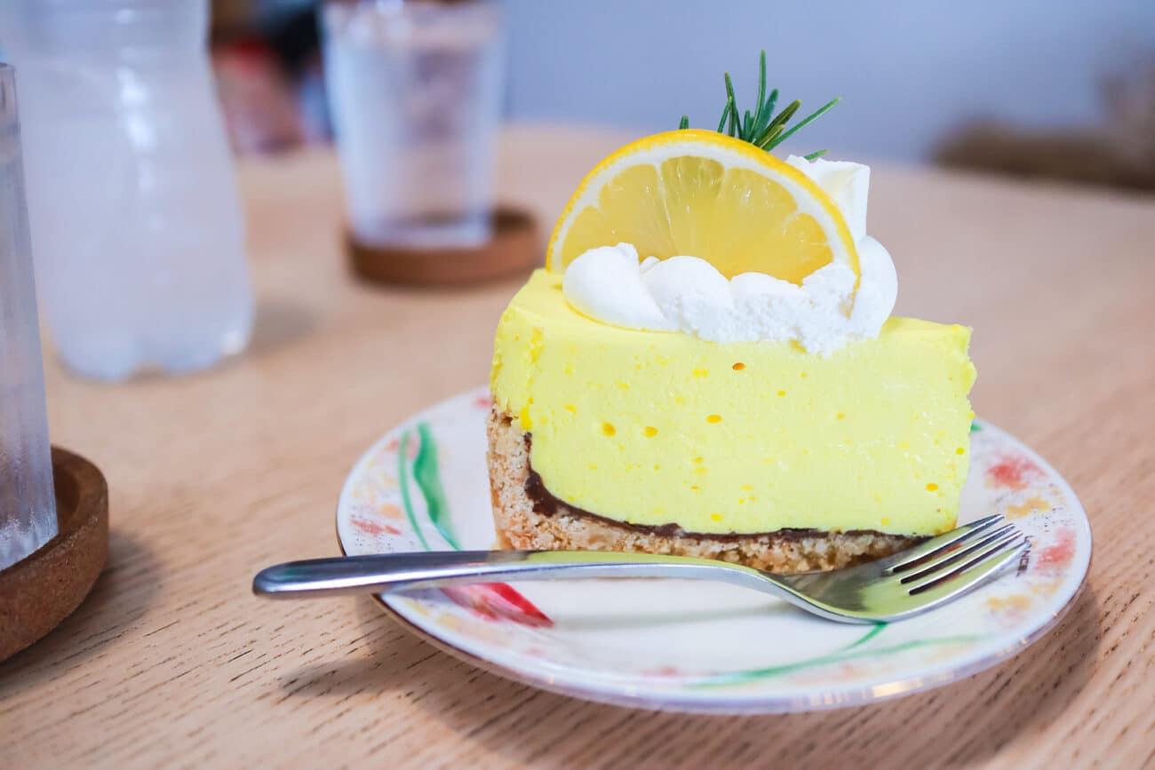 Лимонный пирог с шоколадной прослойкой
