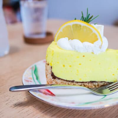 Лимонный пирог с шоколадной прослойкой - рецепт с фото