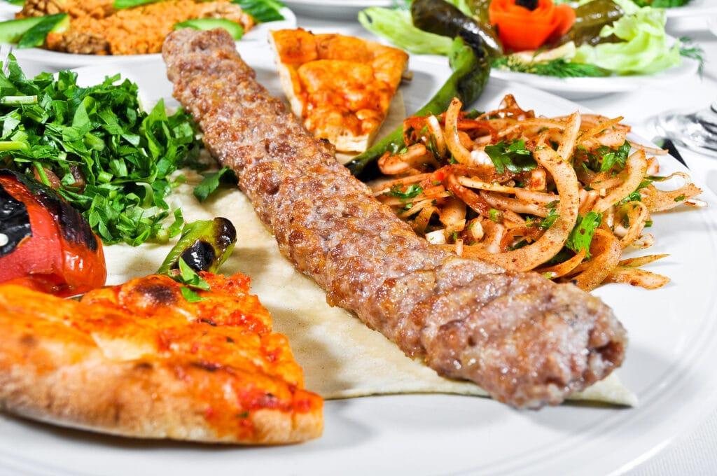 Фото рецепта - Люля-кебаб из свинины с куриным филе - шаг 7