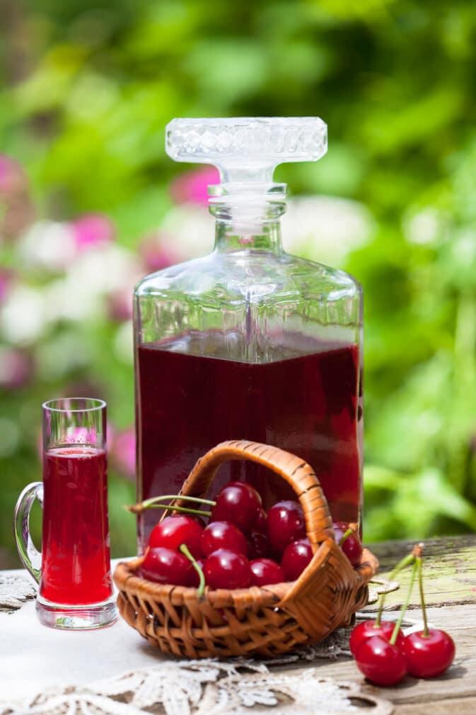 Фото рецепта - Наливка из вишни - шаг 4