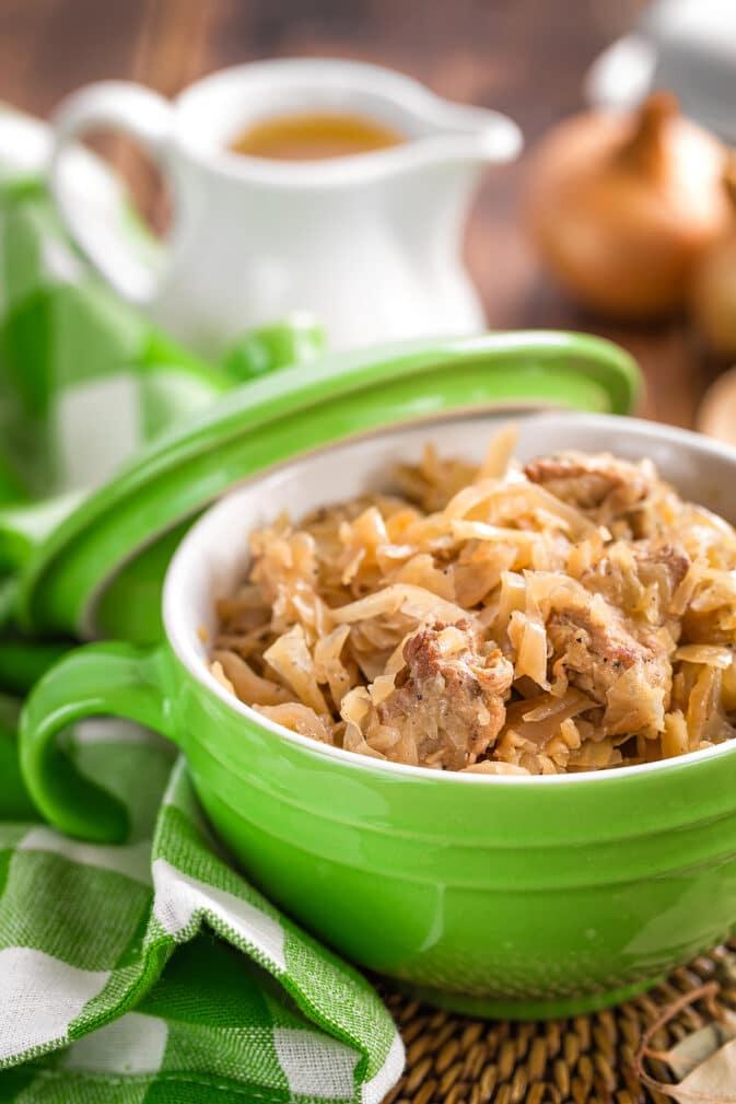 Фото рецепта - Нежная тушеная капуста с мясом - шаг 5