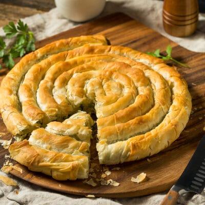 Пирог Улитка со шпинатом и сыром фета