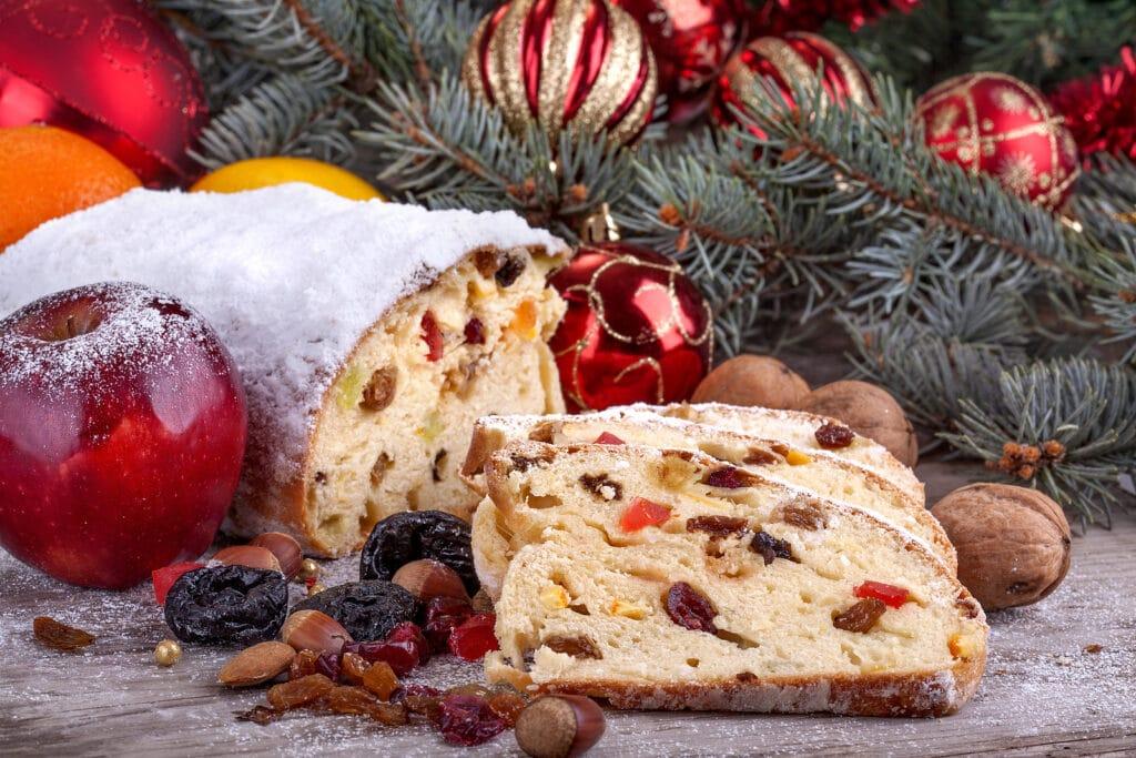 Фото рецепта - Рождественский кекс с сухофруктами и орехами - шаг 8