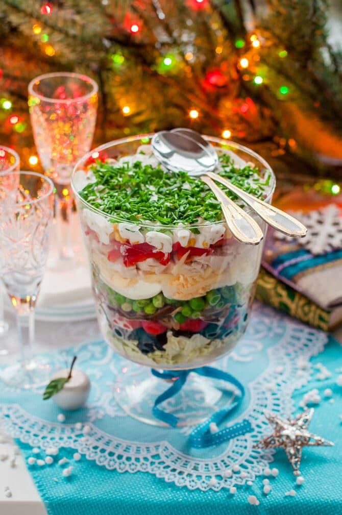 Фото рецепта - Слоеный салат-коктейль с овощами и ветчиной - шаг 7