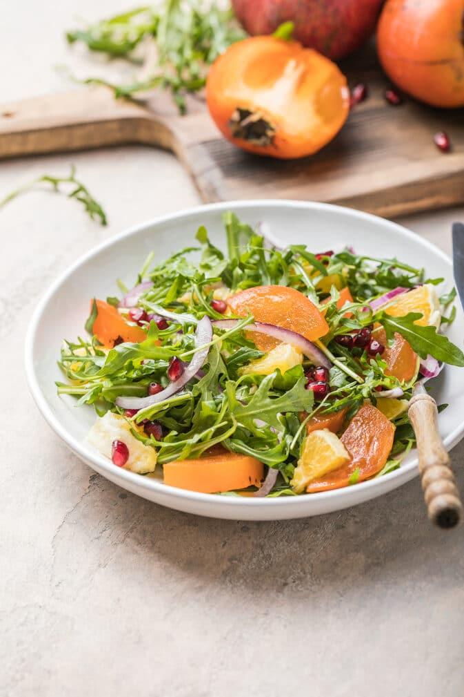 Фото рецепта - Салат из хурмы с рукколой и апельсином - шаг 7