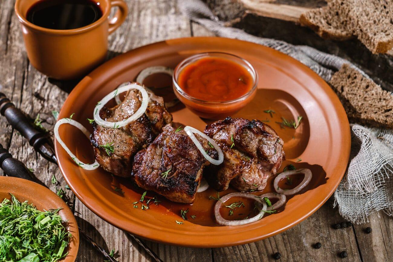 Шашлык из баранины, маринованный в томатном соусе