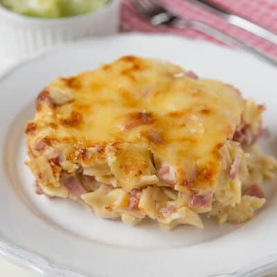 Сливочная запеченная паста с беконом и сыром - рецепт с фото