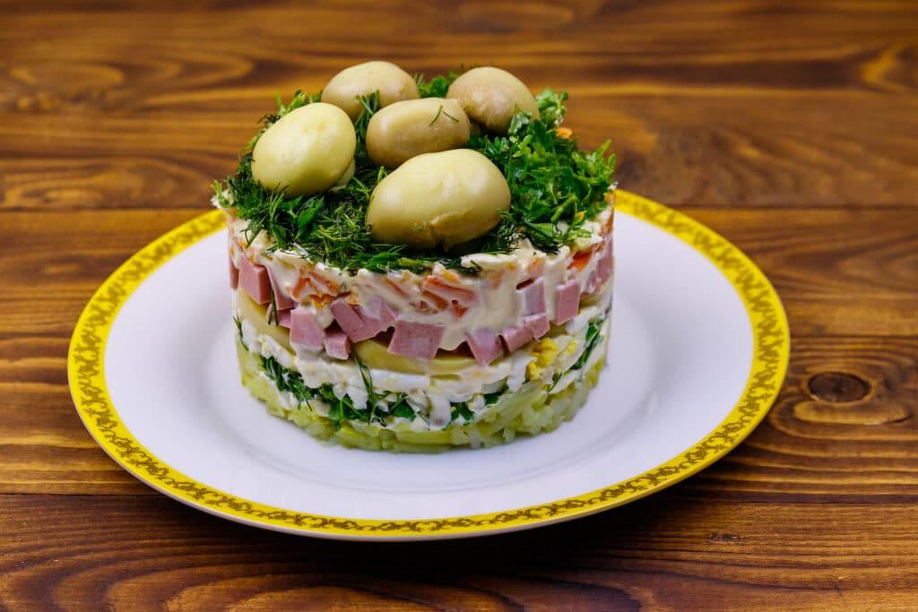 """Фото рецепта - Слоеный салат """"Грибная поляна"""" - шаг 9"""