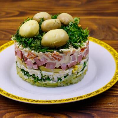 Слоеный салат Грибная поляна