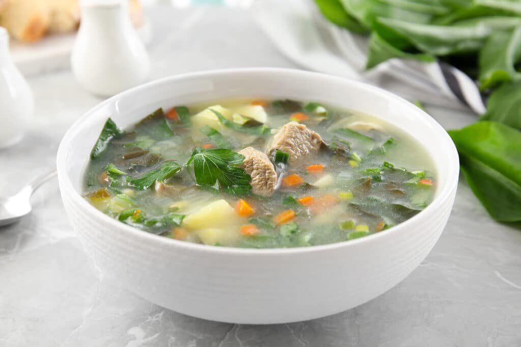 Фото рецепта - Суп из щавеля с мясом - шаг 7