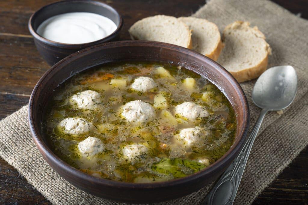 Фото рецепта - Суп с куриными фрикадельками и рисом - шаг 10
