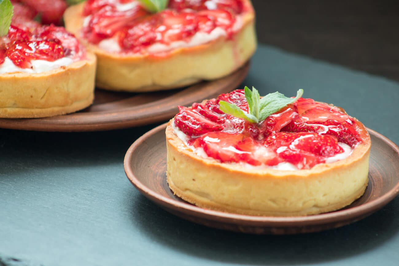 Тарталетки с творожной начинкой и ягодами