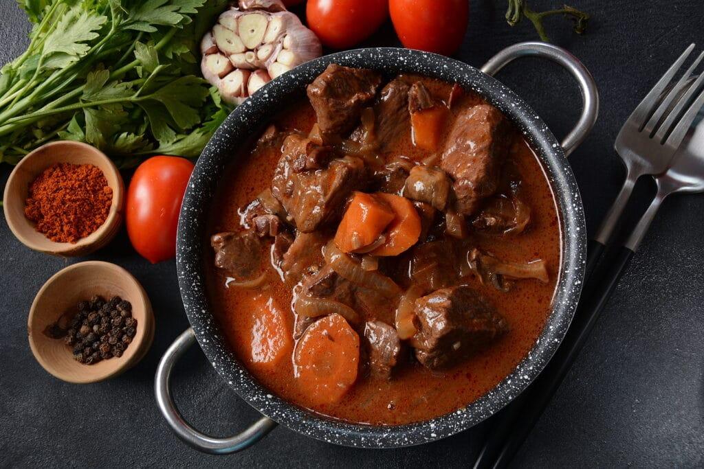 Фото рецепта - Телятина в томатном соусе - шаг 11