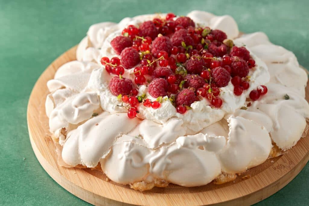 Фото рецепта - Торт-безе Павлова - шаг 6
