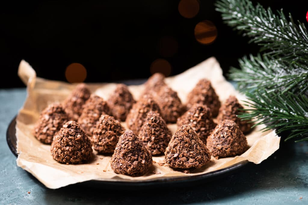 Фото рецепта - Трюфельные конфеты из шоколада в вафельной крошке - шаг 4