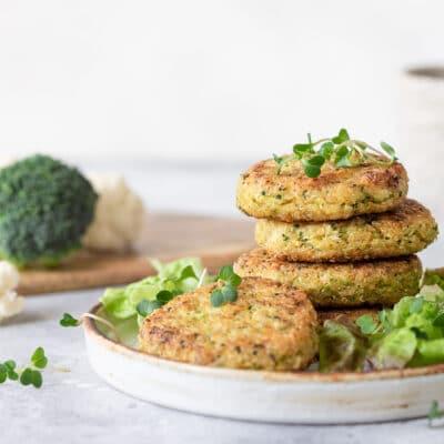 Вегетарианские котлеты с киноа, броколли и цветной капустой