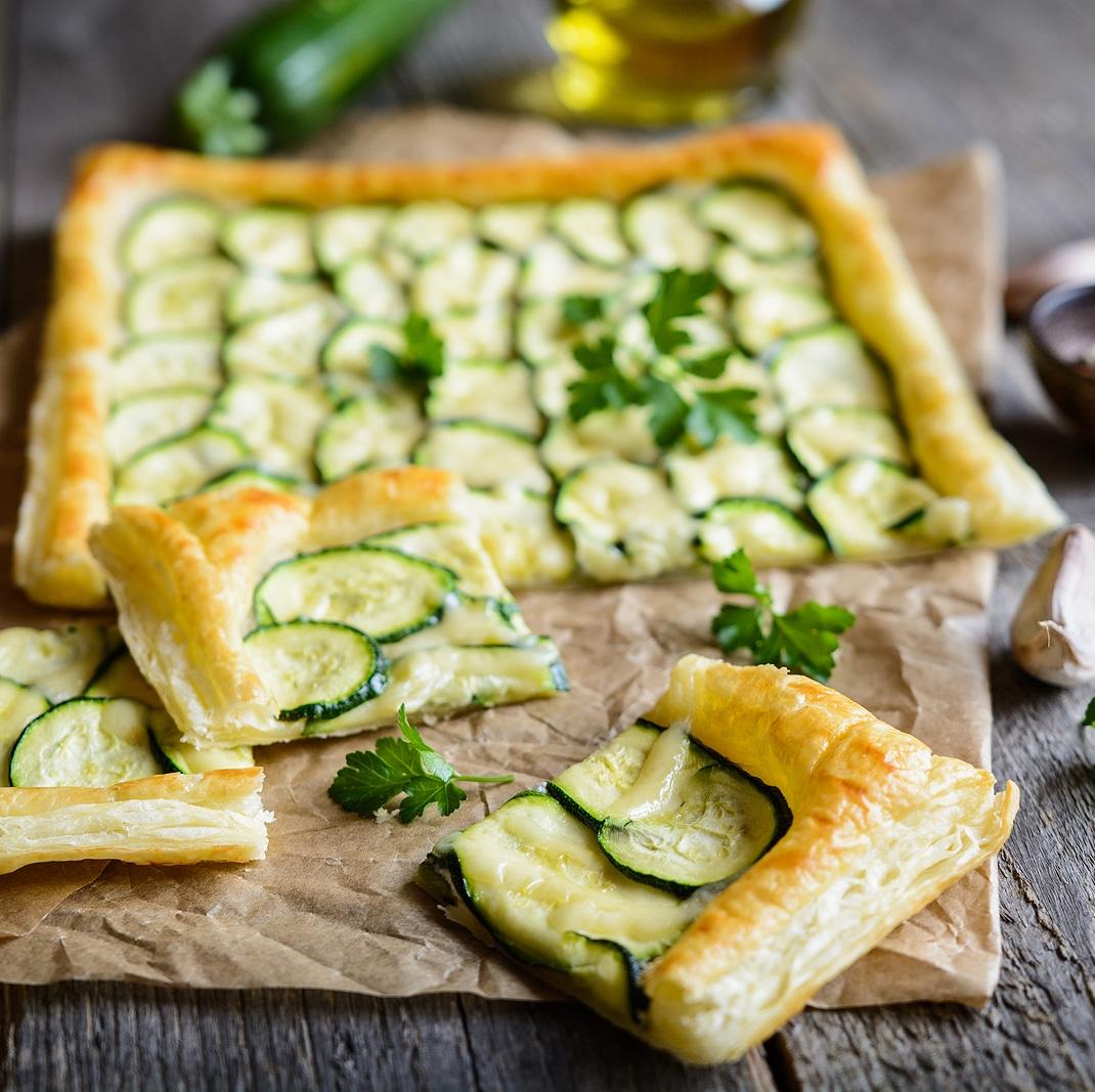 Вегетарианский пирог с цукини и чесноком