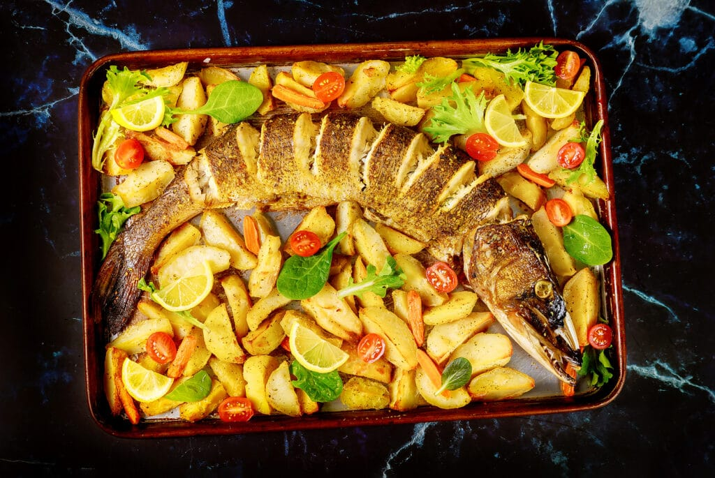 Фото рецепта - Запеченная щука с овощами - шаг 5