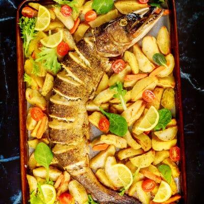 Запеченная щука с овощами - рецепт с фото