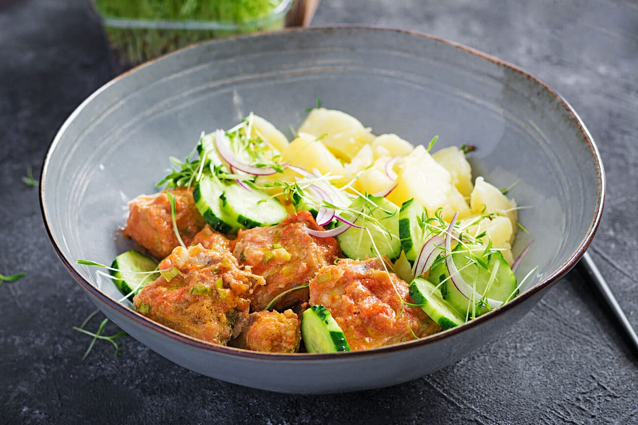 Жареное рыбное филе с гарниром из картофеля