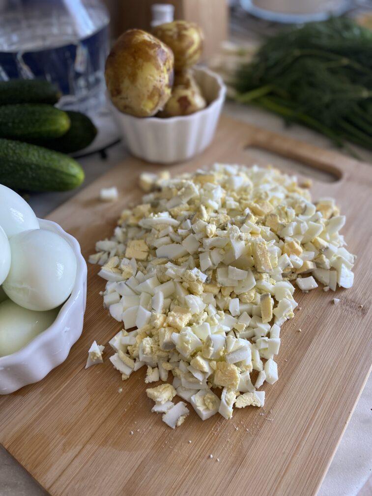 Фото рецепта - Постная окрошка на кефире - шаг 2