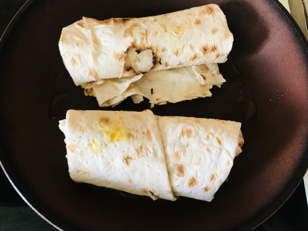 Фото рецепта - Шаурма с курицей и овощами - шаг 6
