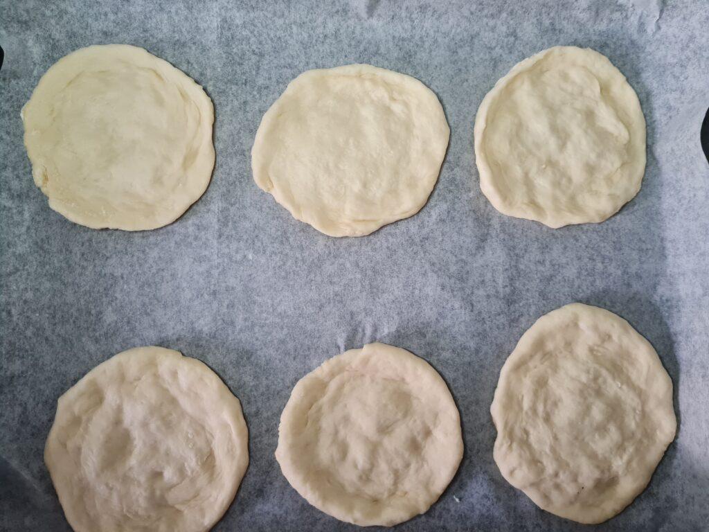 Фото рецепта - Мини-пиццы, как в школьной столовой - шаг 5