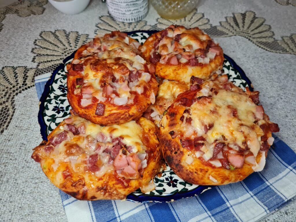 Фото рецепта - Мини-пиццы, как в школьной столовой - шаг 8