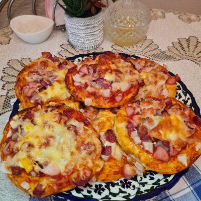 Мини-пиццы, как в школьной столовой - рецепт с фото