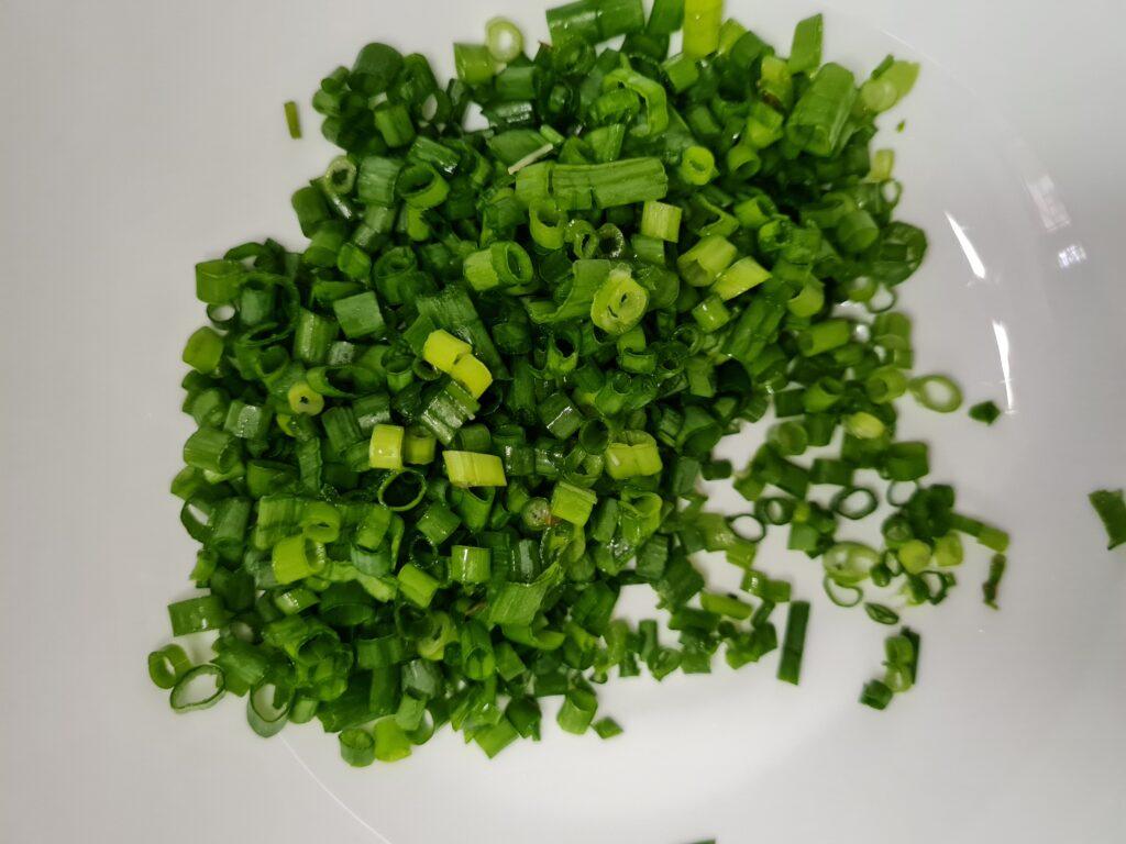 Фото рецепта - Пирог с яйцом, зеленым луком и рисом - шаг 4